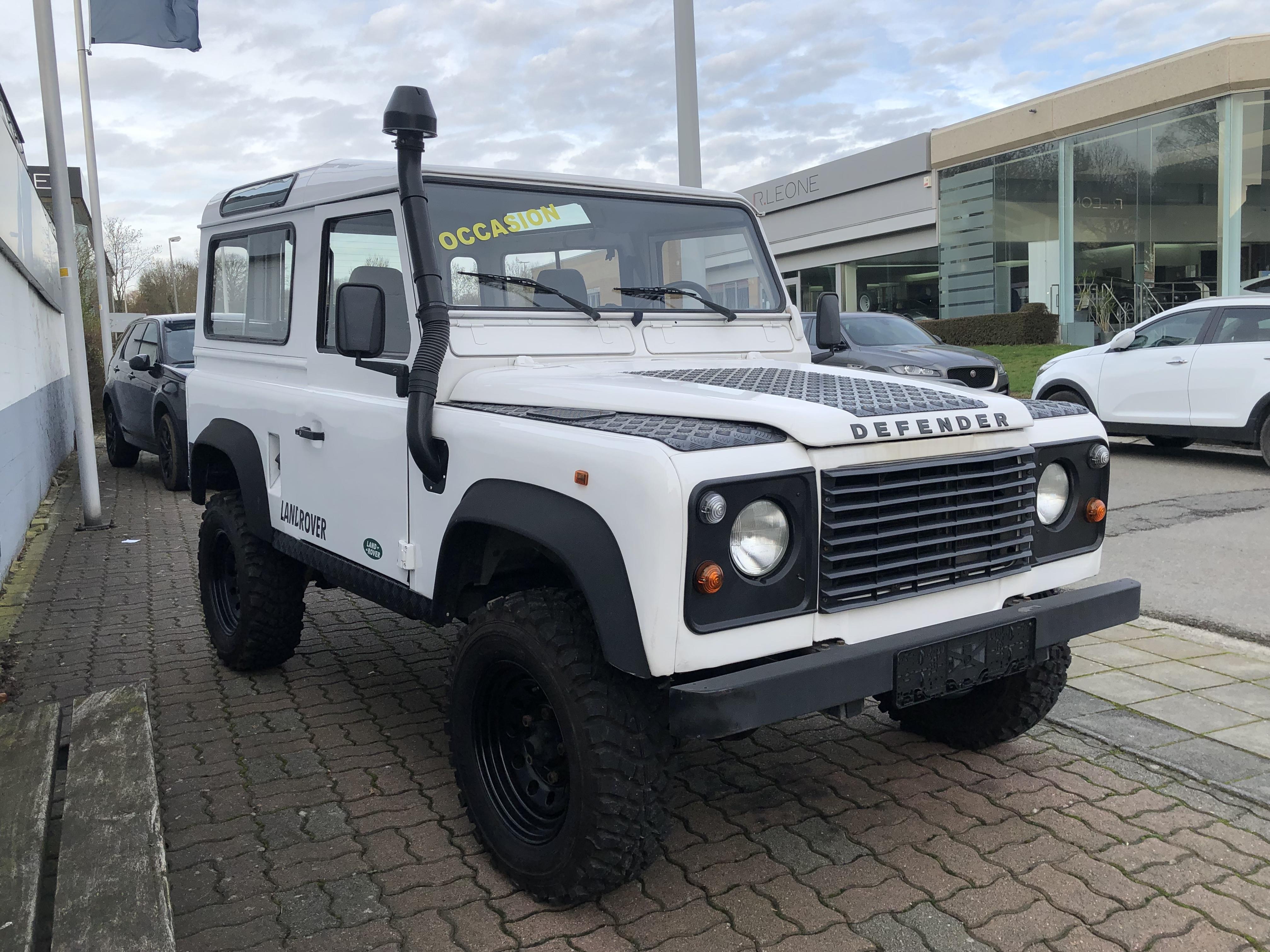Land Rover Defender 90     300